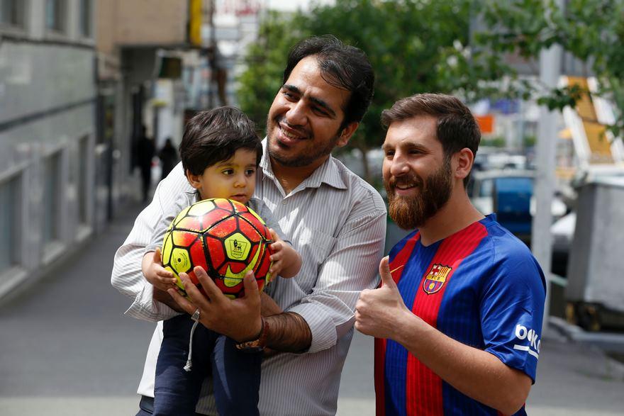 Detienen a un hombre por se igual que Messi