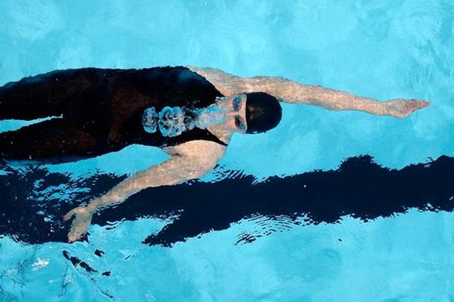 Consejos para nadar mejor a espalda
