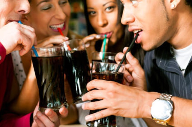 La consecuencia del alcoholismo de cerveza de los adolescentes