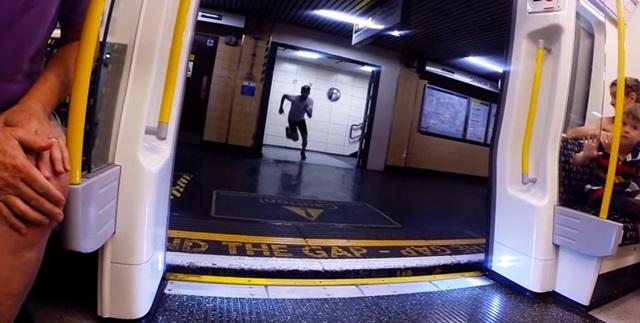 El Supermán de Londres corre tan rápido como el Metro