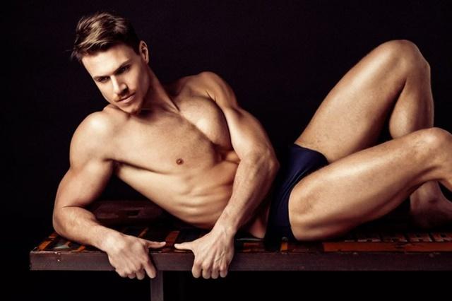 El increíble cuerpazo de un jugador de waterpolo: Coen Koch desnudo