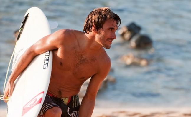 Aritz Aranburu desnudo, surf escandaloso