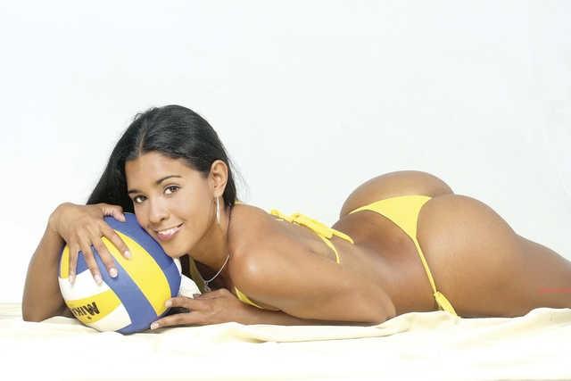 Lo mejor de la versión latina de The Body Issue: ¡Rocío Miranda desnuda!