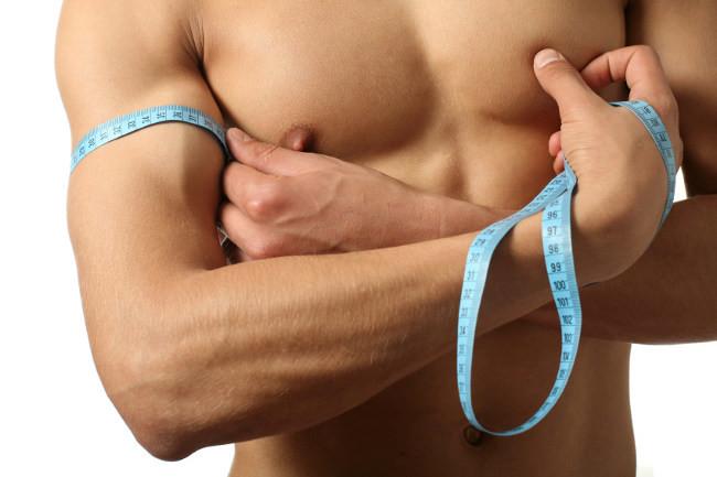 Cinco isométricos para ejercitar los brazos desde casa