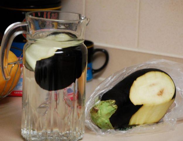 agua de berenjena con limon para bajar de peso