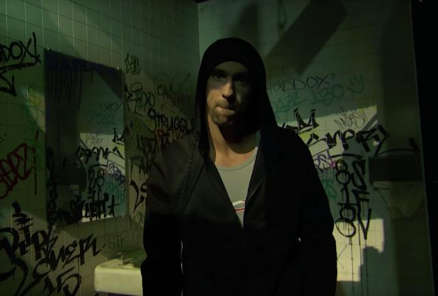 Michael Phelps sorprende rapeando como Eminem