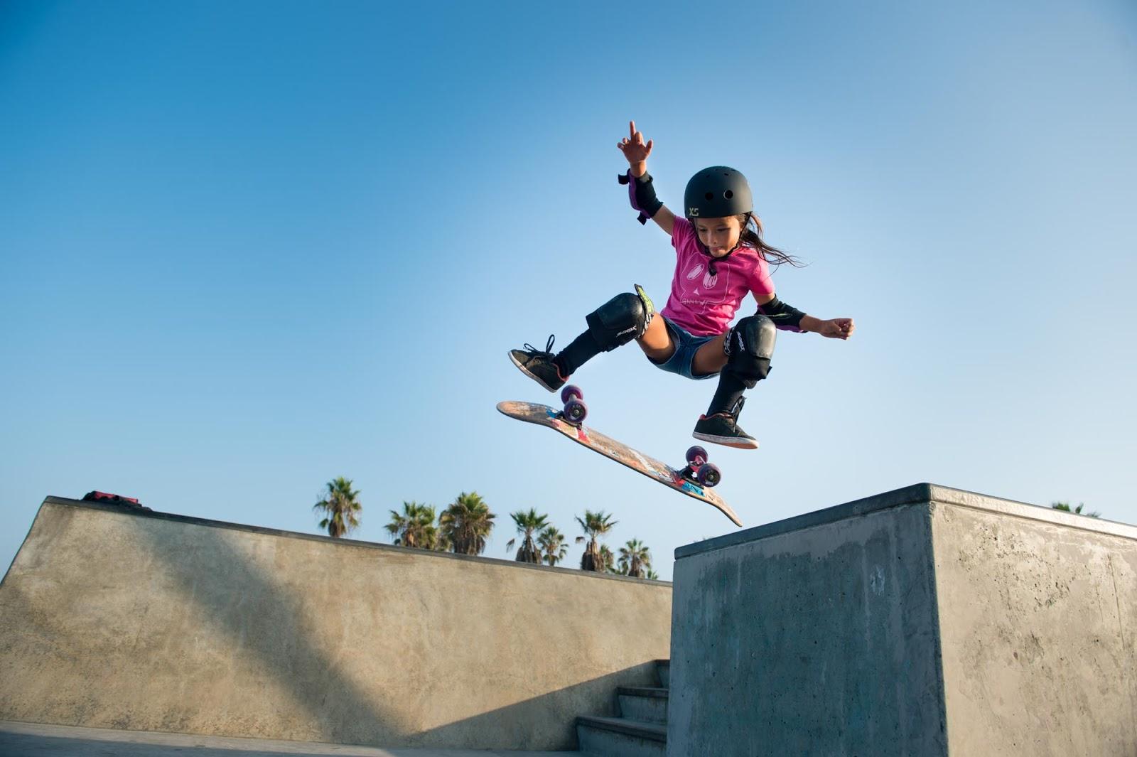 Esta niña skater de 8 años se convierte en viral por su forma de patinar
