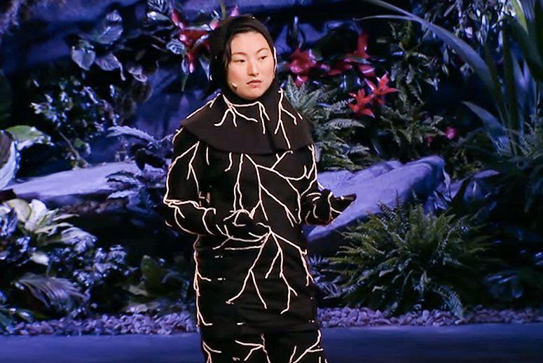 Este traje hecho de setas descompone tu cuerpo al morir