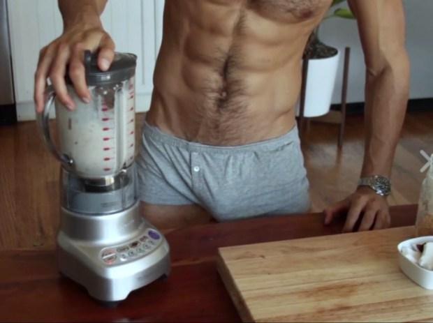 El chef supersexy que cocina medio desnudo