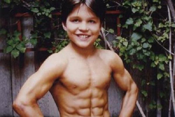 Richard Sandrak, 'el pequeño Hércules', se ha hecho mayor, ¡y no creerás su aspecto!