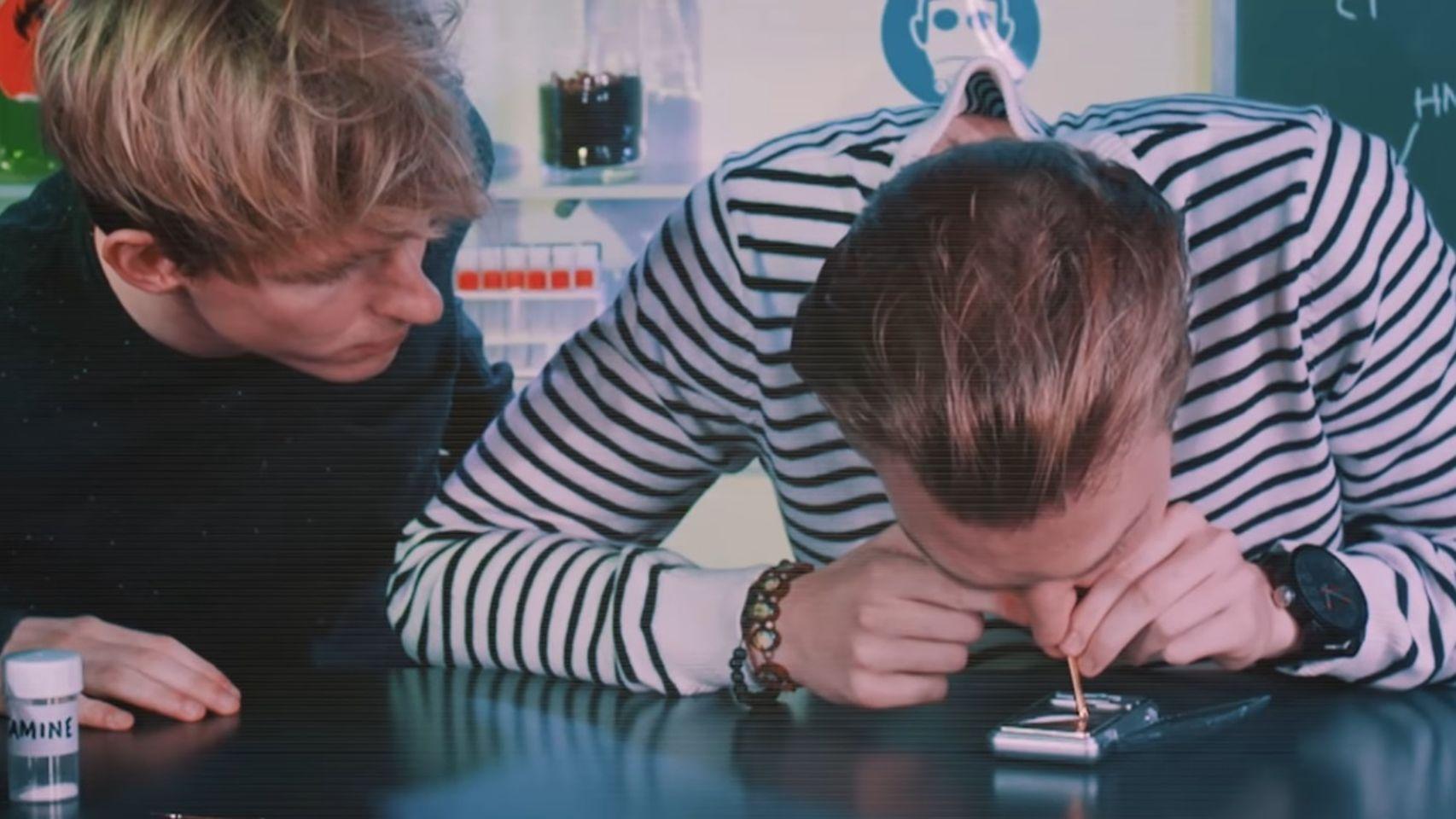 El gobierno holandés da droga a estos youtubers para que hagan vídeos
