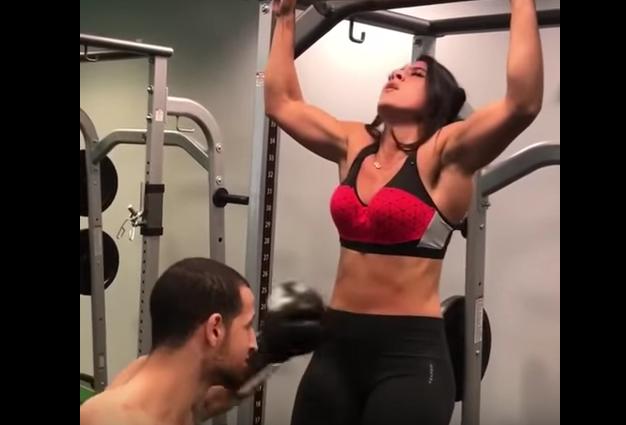El impactante vídeo del entrenamiento que consiste en golpearse el abdomen