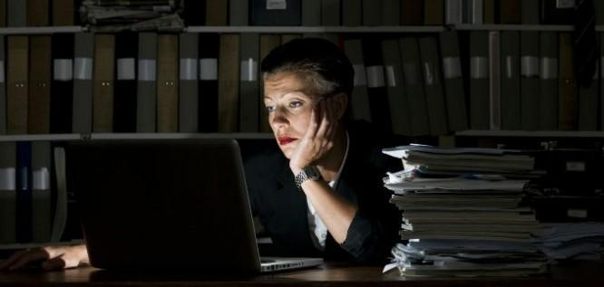 Los mejores consejos para trabajar de noche y que afecte a tu descanso