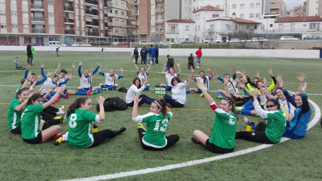 """Id a hacer ballet"": así sacaron a este equipo femenino del campo de fútbol"