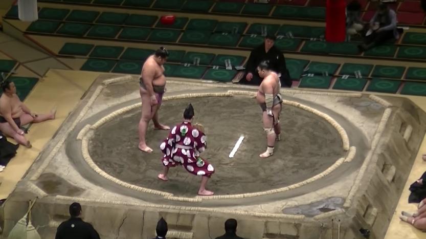 El espectacular KO en este combate de sumo de hace viral