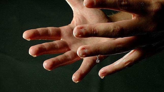 ¿Cómo evitar que te suden las manos?