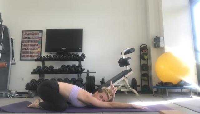 Katy Perry es tu nueva profesora de yoga