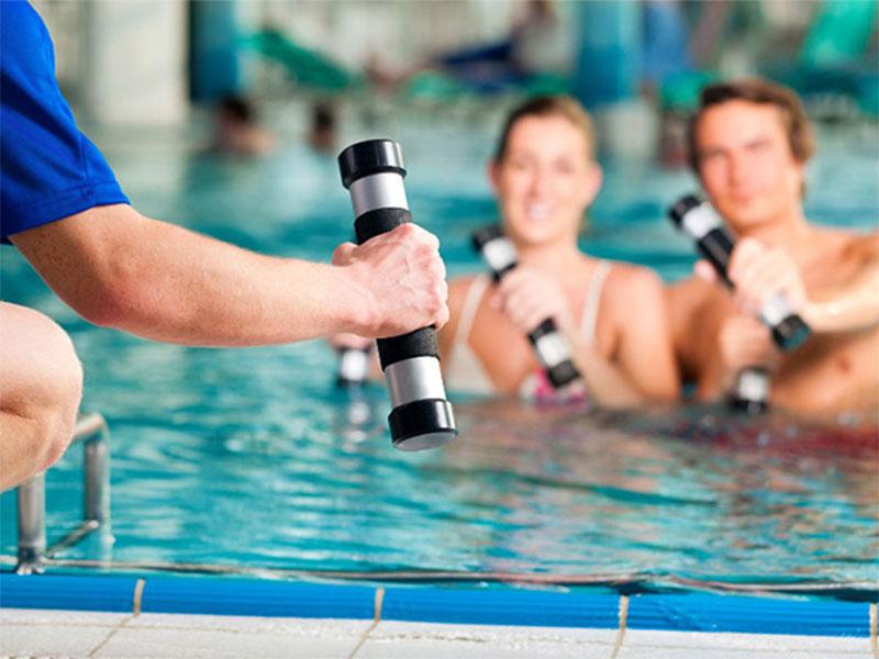 Fitness acuático: 10 ejercicios para realizar en el agua