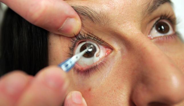 Encuentran en un paciente 27 lentillas acumuladas en el ojo