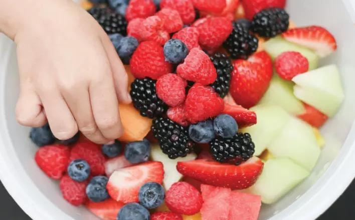 ¿Sabes cómo comer la fruta para que no te engorde?
