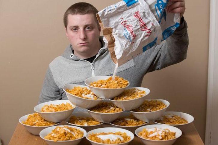 Así ha cambiado el cuerpo de este adicto a los cereales en tres años