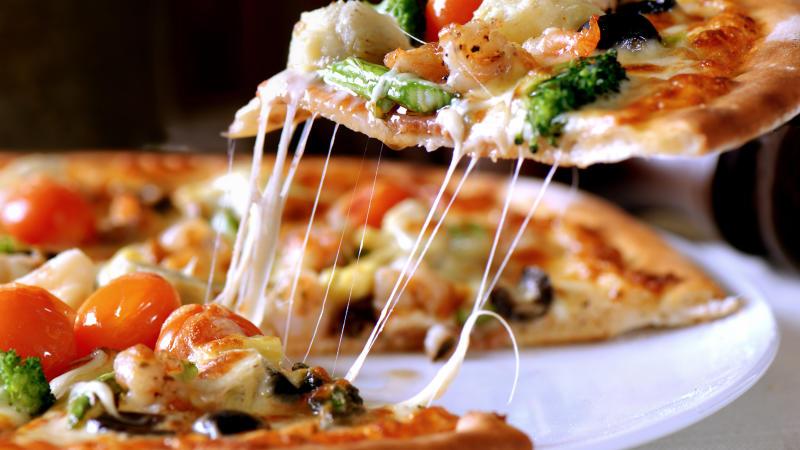 7 consejos para no engordar comiendo pizza