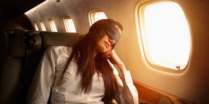 dormir en el avion es peligroso
