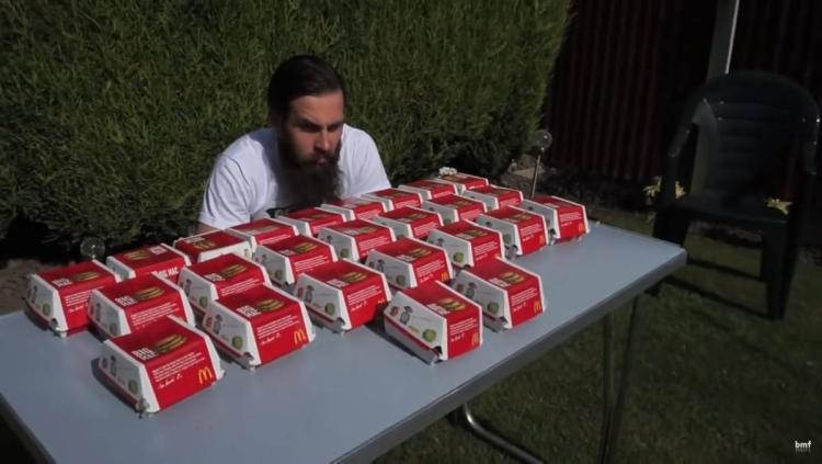 """Este peligroso 'reto del Big Mac' es """"físicamente imposible"""", pero la gente lo sigue intentando"""