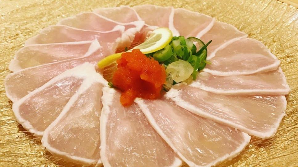 ¿Es seguro comer pollo crudo? El sashimi de pollo divide a las redes
