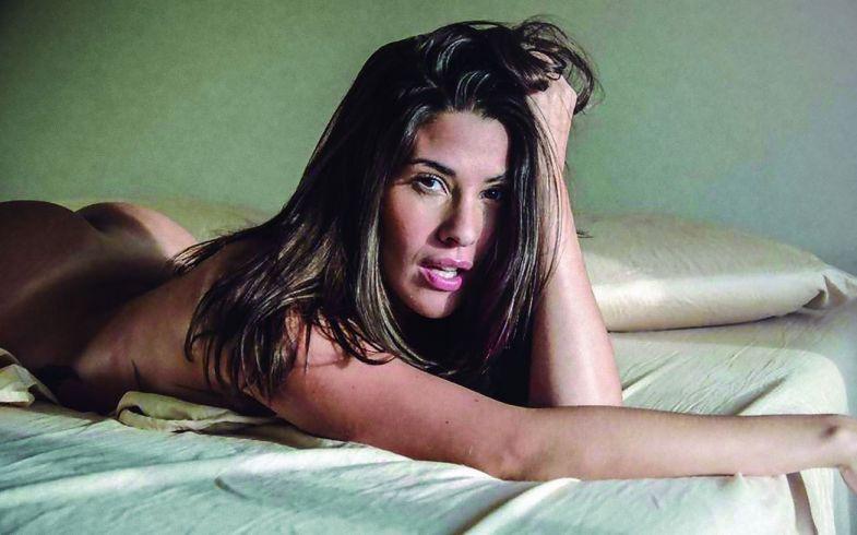 Ivana Nadal desnuda: la argentina con abdominales de acero