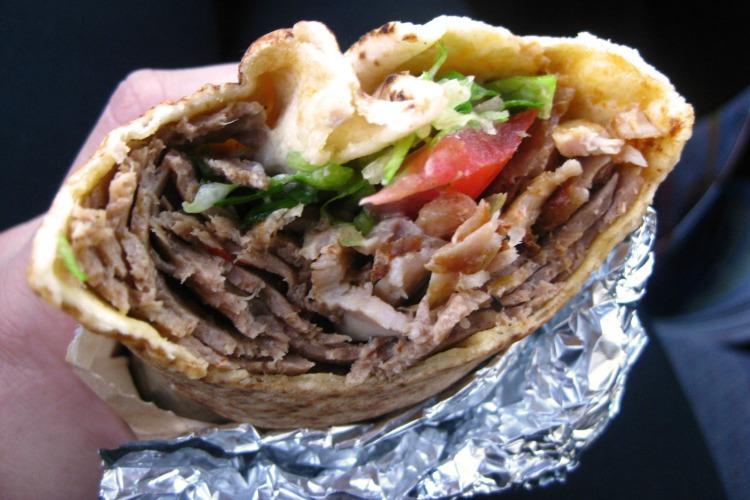 Ingresados por comer un kebab que contenía matarratas