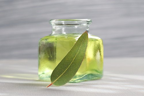 Muere un bebé a causa de un aceite de hierbas para respirar mejor