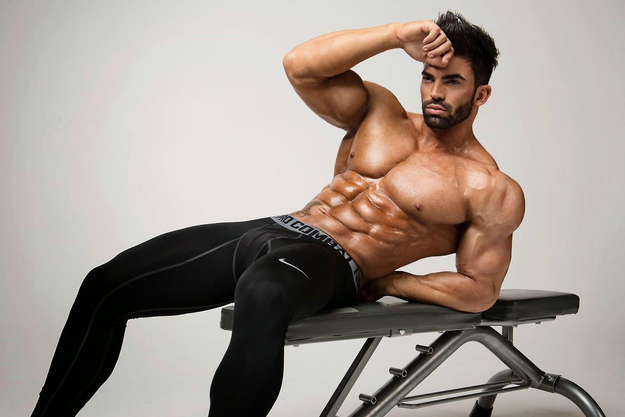Sergi Constance desnudo: uno de los mejores cuerpos españoles del fitness