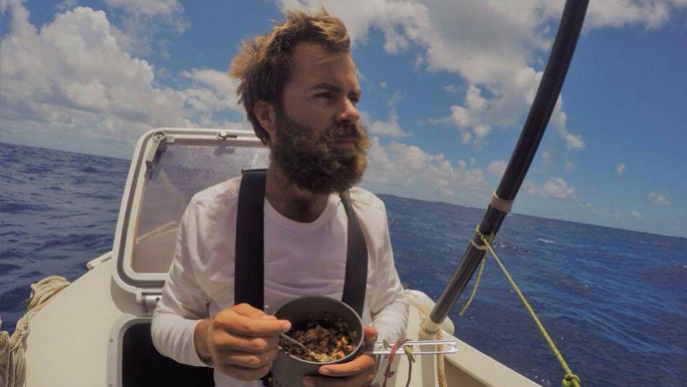 activista cruca atlantico comida caducada