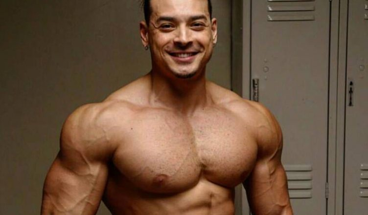 El brasileño Felipe Franco desnudo