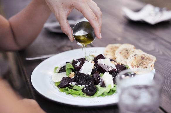 Inventan un plato que absorbe las calorías de tu comida antes de que te la comas